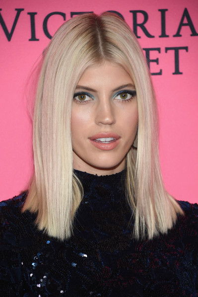 Devon Windsor Medium Straight Cut [victorias secret,viewing party,victorias secret viewing party,devon windsor,spring studios,hair,blond,face,hairstyle,eyebrow,lip,hair coloring,chin,long hair,beauty,new york city,arrivals]