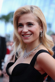 Pixie Lott attended the 'Dheepan' premiere in Cannes wearing her hair in vintage-style waves.