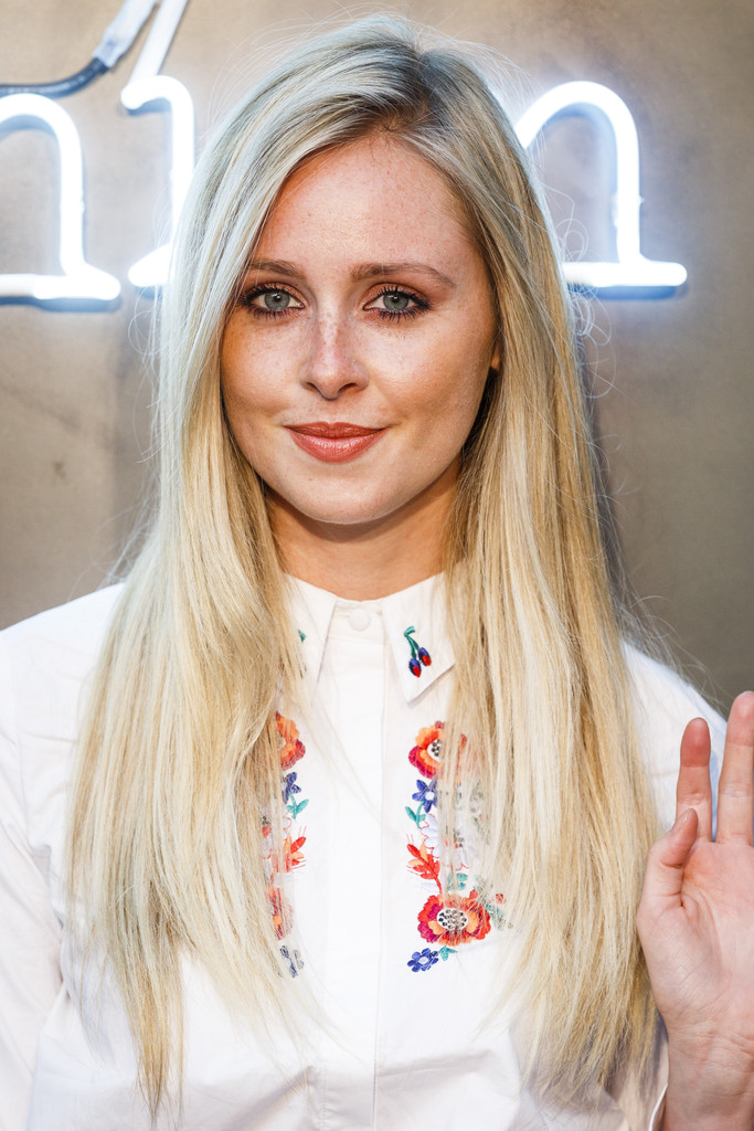 Diana Vickers Hair Looks Stylebistro