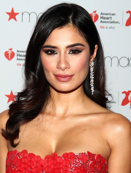 Diane Guerrero Long Wavy Cut