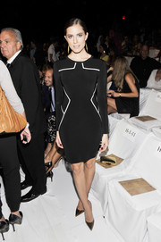 Allison Williams went for a stylish modern look with this long-sleeve LBD featuring white piping at the Diane Von Furstenberg fashion show.
