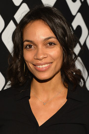 Rosario Dawson kept it simple with this shoulder-length curly 'do at the Journey of a Dress exhibition opening.