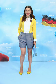 Hannah's structured denim shorts kept her look classically preppy.