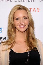 Lisa Kudrow's wavy 'do was an oh-so-lovely finish to her look during the DCNF Conference.