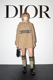 Maisie Williams completed her ensemble with a pair of two-tone knee-high boots.
