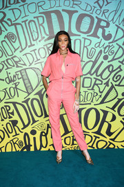 Winnie Harlow styled her look with a pair of gray cap-toe pumps.