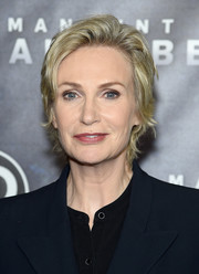 Jane Lynch attended the world premiere of 'Manhunt: Unabomber' wearing this layered razor cut.