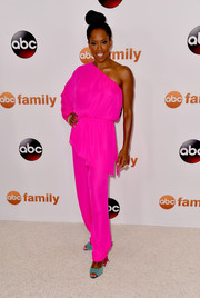 Regina King totally lit up the Summer TCA Press Tour with this hot-pink one-shoulder jumpsuit.