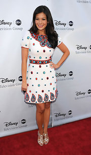 This fresh paisley printed day dress was playfully amazing on Lindsay Price. The color palette was tastefully whimsical.