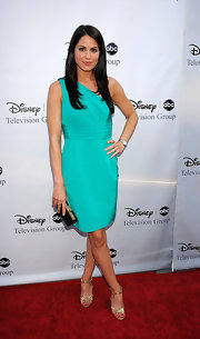 Teal really is Michelle Borth's color! This one-shouldered teal cocktail dress was simple and tasteful on Michelle!