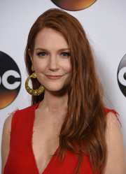 Darby Stanchfield looked stylish with her tousled side-parted hair at the Disney ABC Television Group Winter TCA Tour.