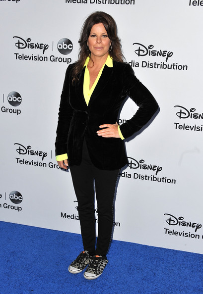 Marcia Gay Harden's look at the Disney Media Upfront event was totally casual and relaxed thanks to this black velvet blazer,