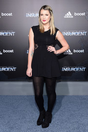Jessi Smiles attended the NYC premiere of 'Insurgent' wearing a tiny LBD with lace panels on the waist.