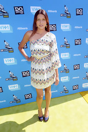Tinsel wore this cool Southwestern print one-shoulder bat wing dress at the Do Something Awards.