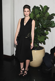 Mary looked refined in this black V-neck dress adorned with gold embroidered hip peplums.