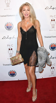 Linda Thompson looked sexy on the red carpet with a lacy lingerie-inspired LBD.