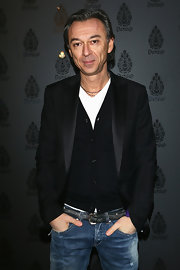 Albertino dressed up jeans with a black blazer at the Dondup Fashion even in Milan.