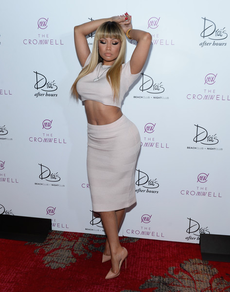 For her footwear, Nicki Minaj selected a pair of nude Christian Louboutin pumps.