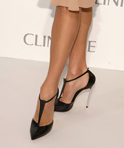 Stacy sported a pair of black T-strap sandals for an effortlessly chic look.