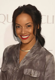 Selita Ebanks sported a wavy ponytail to show off her rich brown waves.