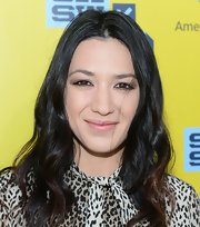 Michelle Branch's dark tresses looked feminine and soft with this wavy 'do.