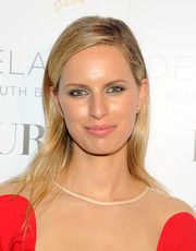 Karolina Kurkova topped off her look with a girl-next-door side-parted 'do when she attended the DuJour Magazine event honoring Marc Quinn.