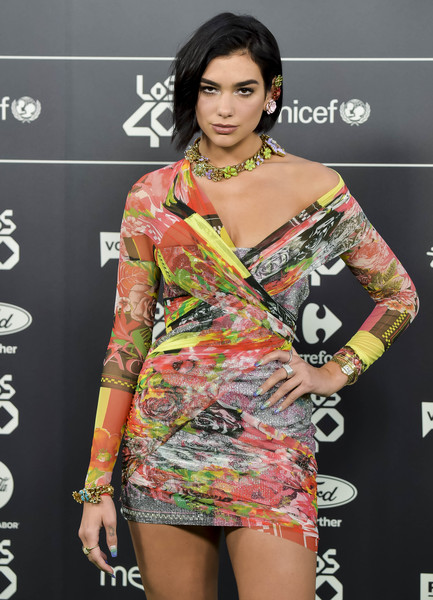 Dua Lipa Wide Band Ring [clothing,fashion model,shoulder,fashion,dress,beauty,hairstyle,neck,joint,fashion design,los40 music awards,room,madrid,spain,wizink center,dua lipa]