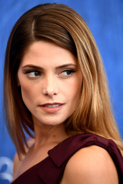 Ashley Greene didn't need much more than this simple side-parted hairstyle to look gorgeous at the Venice Film Fest photocall for 'In Dubious Battle.'