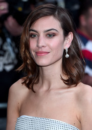 Alexa Chung got dolled up with this lovely wavy hairstyle for the Portrait Gala 2017.