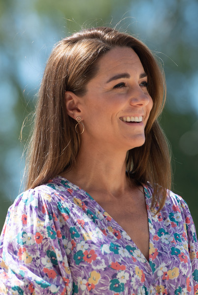 Kate Middleton donned a pair of gold hoop earrings from Accessorize for her visit to EACH Hospices.