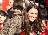 Duchess+Cambridge+Visits+Rose+Hill+Primary+0 KvxXbFIcYs Where to Find Kate Middletons Print Dress