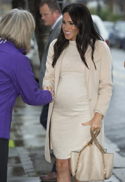 Meghan Markle completed her monochromatic ensemble with a chain-strap bag by Stella McCartney.
