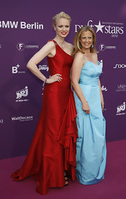 Barbara Schoeneberger opted for a long strapless gown with a voluminous skirt at the 2012 Duffstars Awards.