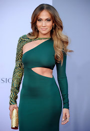 Our favorite Jenny from the block wore her hair in loose and relaxed waves that perfectly accentuated her sexy Pucci dress.