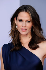 Jennifer Garner was red carpet ready at the BAFTA awards with loose waves that complemented her sapphire YSL dress.