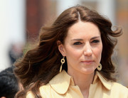 Kate Middleton looked cute with her windblown waves as she arrived at Bhutan for a two-day visit.