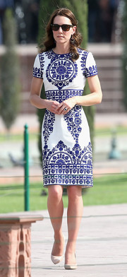 Kate Middleton looked effortlessly chic in a Naeem Khan print dress during her tour of the Taj Mahal.