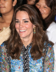 Kate Middleton dolled up her look with a pair of gemstone chandelier earrings.