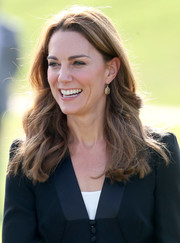 Kate Middleton wore her hair down in a wavy style while visiting the Army Canine Centre in Islamabad, Pakistan.