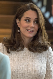 Kate Middleton complemented her outfit with a pair of pearl drop earrings by In2 Design.