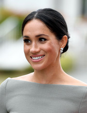 Meghan Markle glammed up her lobes with a pair of diamond earrings by Birks.