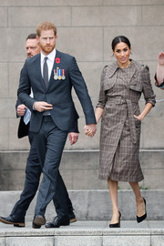 Meghan Markle was classic and stylish in a patterned trenchcoat by Karen Walker while visiting the National War Memorial in Wellington, New Zealand.