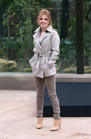 Geri Halliwell wore a classic trenchcoat while at the London Zoo.