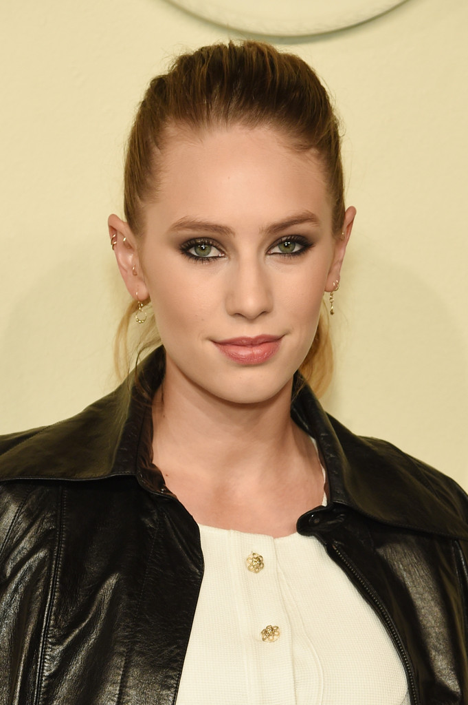 Dylan Penn Ponytail Ponytail Lookbook Stylebistro