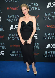 Vera opted for a more sexy LBD when she wore this sweetheart-neck dress.