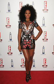 Kelly Rowland took a natural approach to this red carpet event. She completed her sheer dress with a curly Afro.