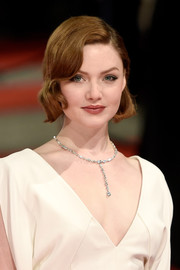 Holliday Grainger dressed up her bare neckline with a beautiful diamond pendant necklace by De Beers when she attended the EE British Academy Film Awards.