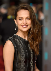 Alicia Vikander looked gorgeous with her edgy-glam side sweep at the BAFTAs.
