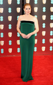 Amy Adams went for a simple, classic emerald-green strapless gown by Tom Ford at the 2017 BAFTAs.