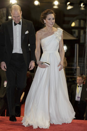 Kate Middleton complemented her beautiful dress with a white satin clutch.